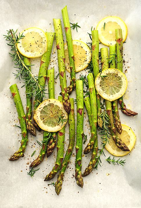 Roasted Asparagus: Food Recipes, Health Food, Olives Oil, Lemon Slices, Drinks Recipes, Tasti Recipes, Healthy Eating, Roasted Asparagus, Cooking Tips