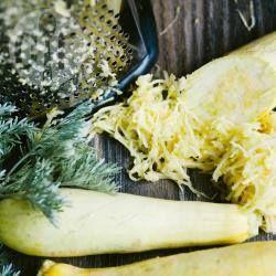 Фото рецепта: Простые оладьи из кабачков