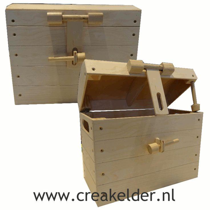 Deze stoere schatkist is gemaakt van degelijk, blank hout. Hij is zo al erg mooi, maar je kunt hem ook nog naar wens versieren. www.creakelder.nl