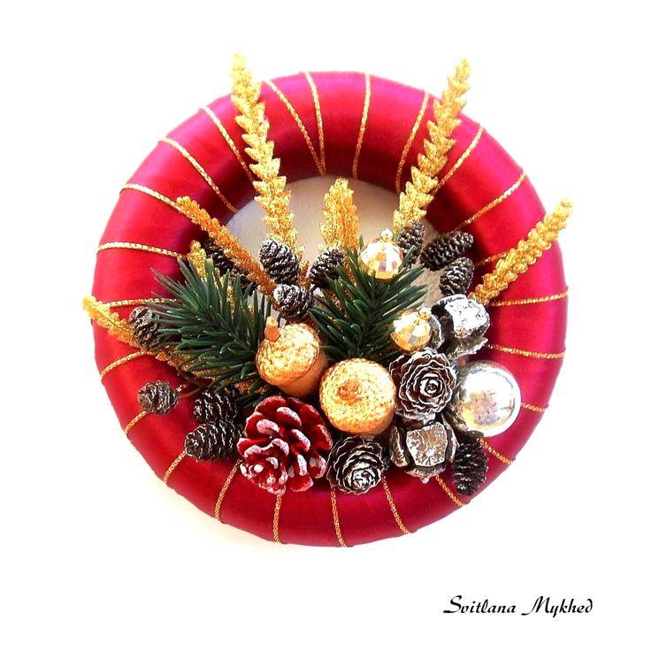 Couronne de Noël . Couronne porte d'entrée . Diamètre 18cm. Disponible ici ✅➡️ http://svitlanamykhed.com/Couronnes-decoratives-Deco/Couronnes-de-Noel