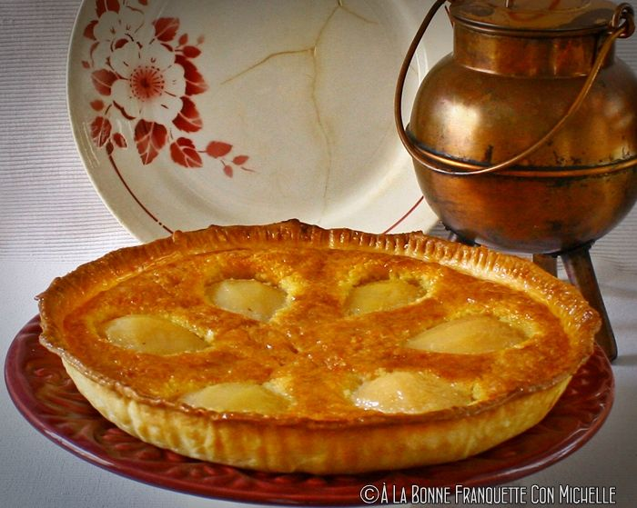 """Un clásico entre clásicos, la tarta de peras y crema de almendras La Tarte Bourdalou, toda una institución de la repostería gala. La pera es junto con la manzana """"la fruta de otoño"""", esta tarta tie…"""