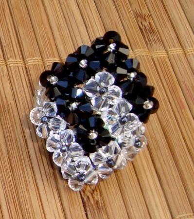 anéis artesanais feitos com cristais swarovski anéis cristais swarovski técnica de entrelaçamento