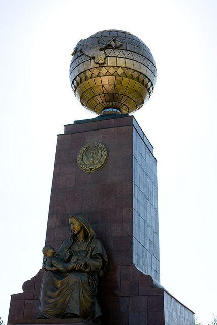 Tashkent Uzbekistán / Taskent es la capital de Uzbekistán, así como de la provincia homónima. Su nombre actual procedente en turcomano, Ciudad de piedra, que es lo que significa. En el pasado, la ciudad ha tenido también los nombres de Chach, Shash y Binkent
