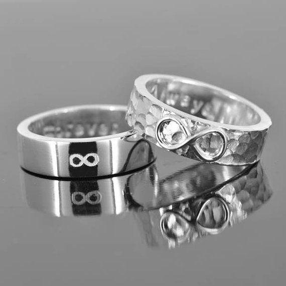Para los egipcios el anillo de boda significaba el infinito, simbolizando la fidelidad del amor que se prometían los novios.