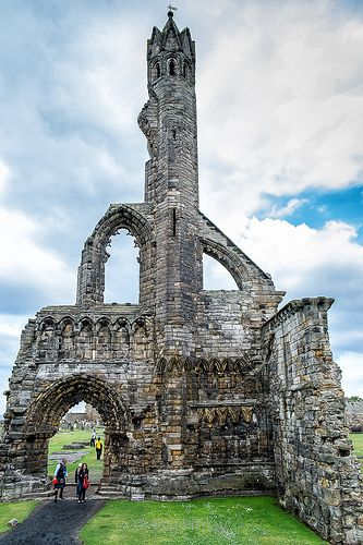The Ruins of St.Andrews - The castle sits on a rocky promontory overlooking a small beach called Castle Sands and the adjoining North Sea. There has been a castle standing at the site since the times of Bishop Roger (1189-1202), son of the Earl of Leicester. It housed the burgh's wealthy and powerful bishops while St Andrews served as the ecclesiastical centre of Scotland during the years before the Protestant Reformation.