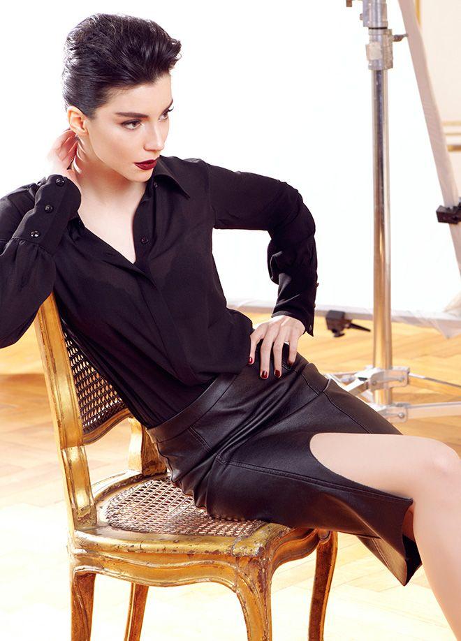 codentry & Merve BOLUĞUR Etek Markafoni'de 99,90 TL yerine 49,99 TL! Satın almak için: http://www.markafoni.com/product/5073906/ #moda #mervebolugur #gothic #stil #siyah #trend #look #markafoni #fashion #celebrity #stylish #style #photoshoot
