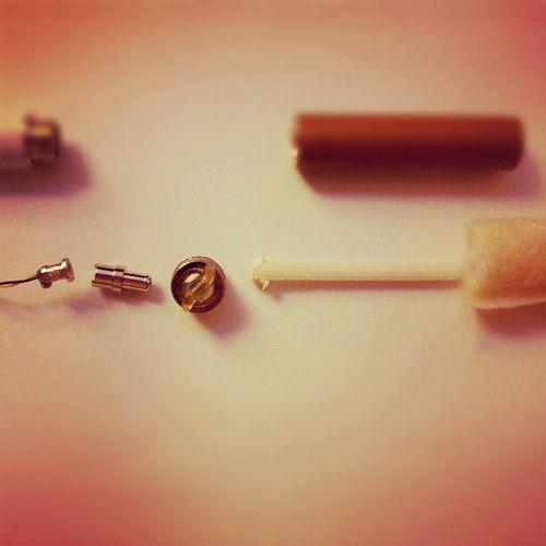 Ever wonder what's inside a electronic cigarette? Check e-cigarette-review.net