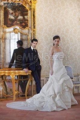 http://www.lemienozze.it/gallerie/foto-abiti-da-sposa/img13851.html Abito da sposa senza spalline e con coda lunga