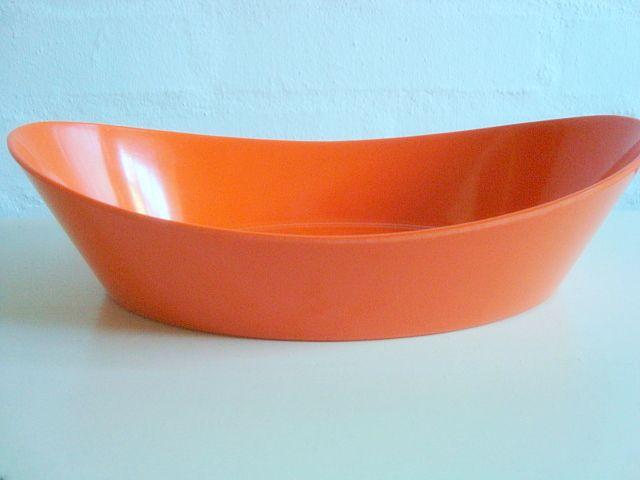 Rosti Danish design retro dish from the 60s designed by Erik Herløw in melaminplastic. #rosti #erikherløw #60s #melamin #kitchenware #danishdesign #danskdesign. SOLGT/SOLD on www.TRENDYenser.com