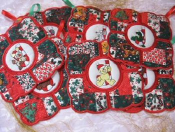 MSP092 - Christmas Heat Pads 2 Quick and easy to stitch out.  An attractive and useful Festive Table Accessory.  Use 'Christmasy' Fabrics to create this eye-catching set.  A handy ribbon loop makes these easy to hang up in the kitchen.  The colourful 'Candy Cane Critters' on the centre pieces add some fun.  The outer edge pieces have a pretty Redwork Bow on - this set just says 'Christmas and Festivity'! http://tinyurl.com/zecapx6