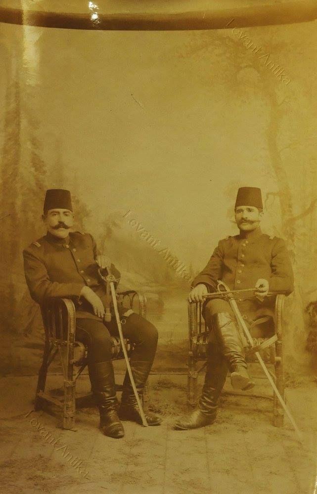 Resneli Niyazi 1908- Resneli Niyazi Bey veya Ahmet Niyazi Bey, Türk asker. 1897 Türk-Yunan Savaşı'ndaki başarıları ile tanınmış bir askerdi. İttihat ve Terakki Cemiyeti'ne katılarak cemiyetin ileri gelenleri arasına girdi