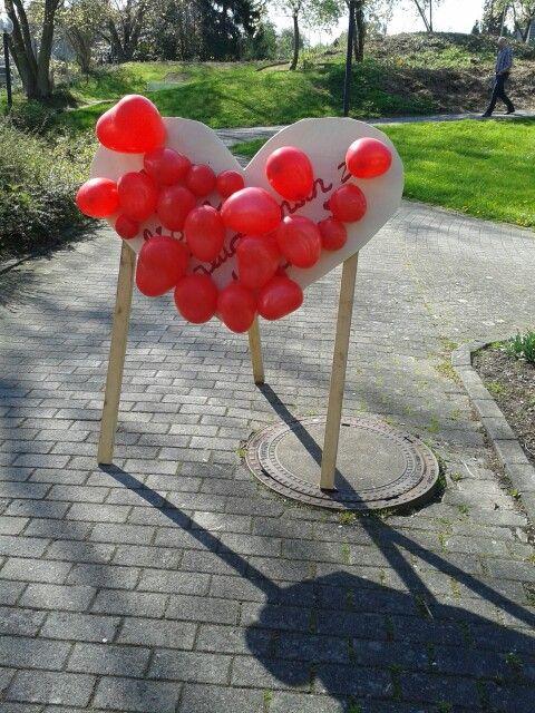 Herzchen Luftballon Darthspiel nach dem Standesamt / der Hochzeit. Gefüllte Ballons machen es spannender ;-)
