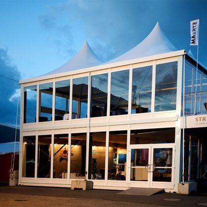 Vår utrolige dobbeldekker telt her rigget opp på ONS messen i Stavanger