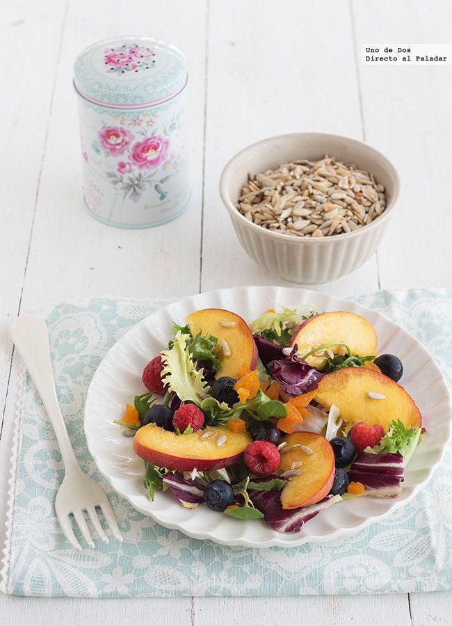 Ensalada con fruta fresca, pipas y orejones. Receta