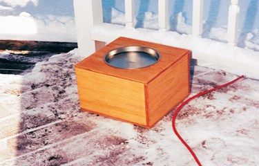 Even in the winter, backyard birds need water. You can supply it with this easy-to-make heated water hole.