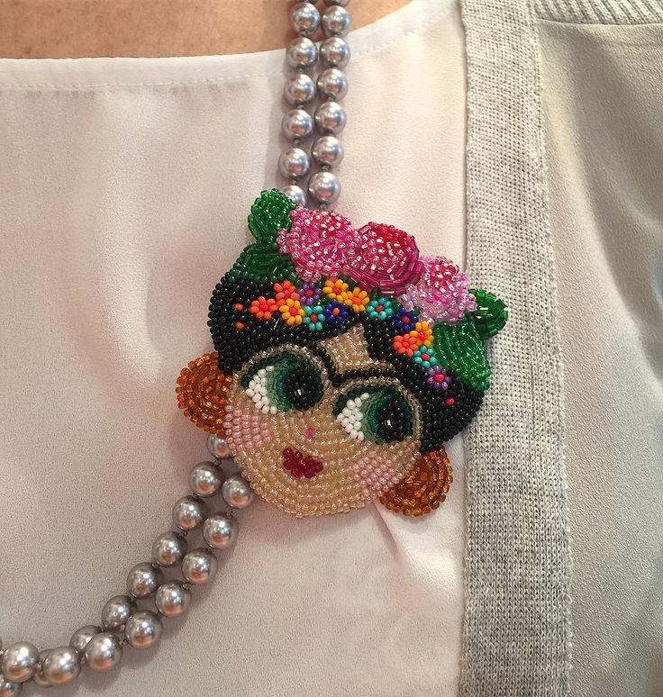 Frida Broş #frida #fridakahlo #broş #brooch #pin #handmade #jewelry #jewellery #jewelrydesign #design #designer #fashion #fashiondesign #bead #beads #beaded #beadwork #instaart #instaartist #instadesign #instajewelry #instafrida #necklace #beadart