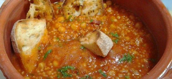 Zuppa di fregula con ceci e pancetta