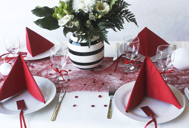 White and red table settings