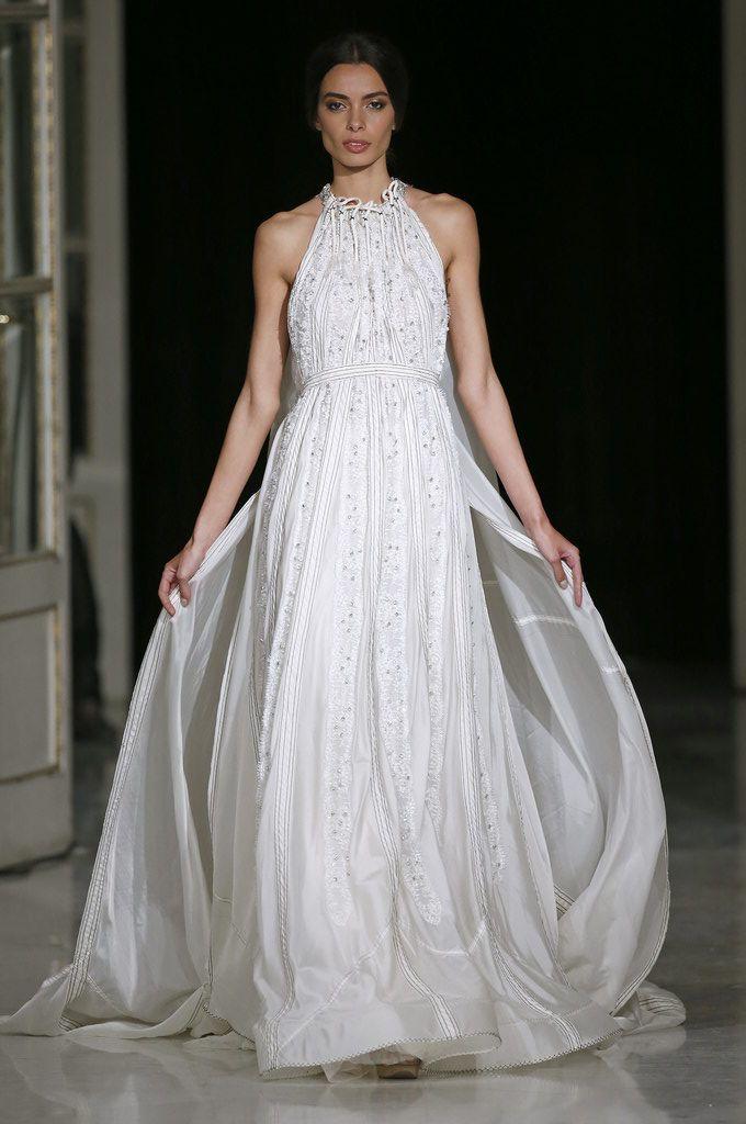 ¿Conoces la historia de este vestido de #novia de @marcoymaria? #barcelonabridalweek #novias #bodas #trajesdenovia
