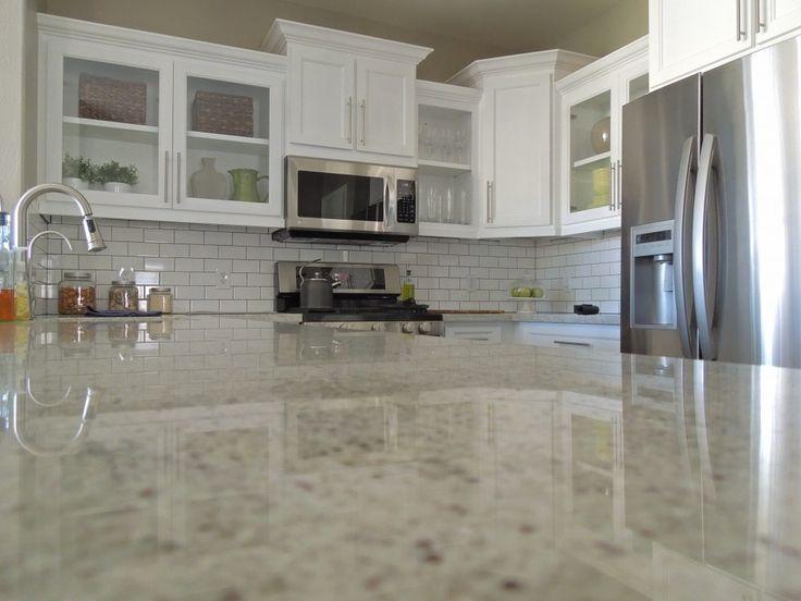 die besten 25 kashmir white granit ideen auf pinterest granit wei er granit k che und. Black Bedroom Furniture Sets. Home Design Ideas