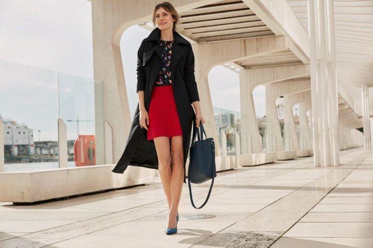 Kampania TOP SECRET wiosna 2017 spring 2017 ss17 red mini skirt czerwona spódnica mini płaszcz czarny shopper bag cobalt heels