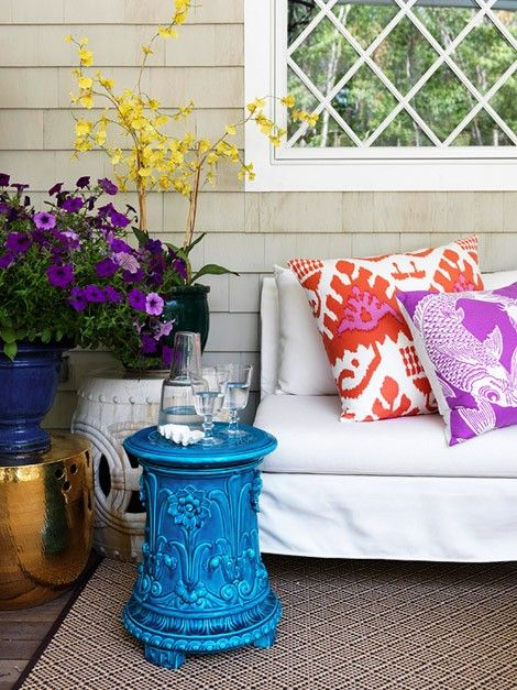 outside chicGardens Seats, Side Tables, Back Porches, Patios, Gardens Stools, Outdoor Spaces, Design Home, Bright Colors, Front Porches