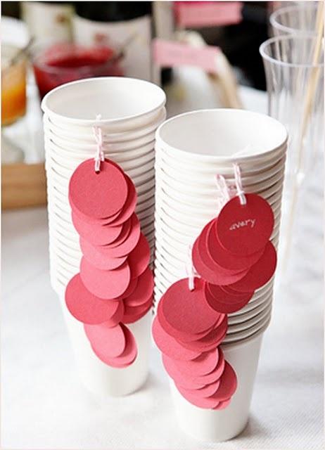 Etiqueta tus fiesta tazas de papel con etiquetas (perforar la taza y atar una pequeña etiqueta en cada uno.) Red corazones de amor podrían parecer lindo aquí también.  6