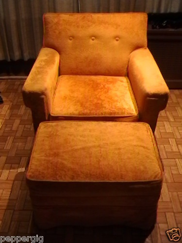 RARE MID-CENTURY 1950's GOLD VELVET LIVING ROOM LOUNGE ARMCHAIR WITH HASSOCK!