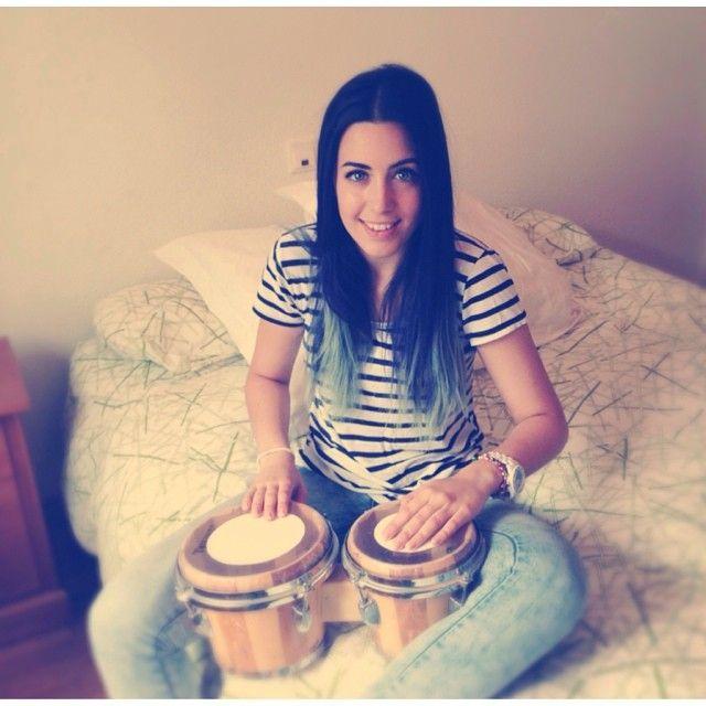 Sonia con su cambio de look y sus bongos! ;)