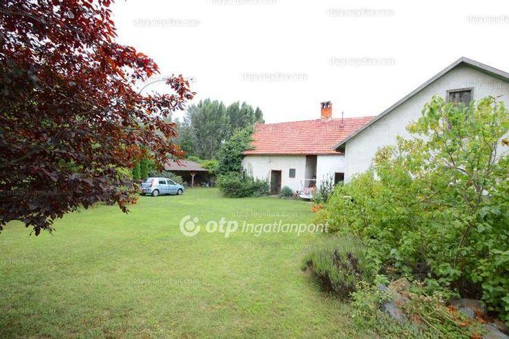 Sukoró központi részén de mégis csendes környéken eladó 1246 nm-es telken 169 nm-es 2 szobás családi ház.A telekkel szomszédos 892 nm-es külön...