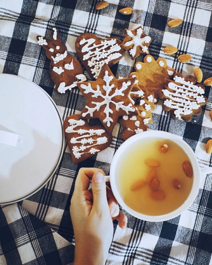 December breakfast  I am definitely very excited about Christmas . . . . . . . #christmas #gingerbread #piparit #glögi #vaaleaglögi #gingerbreaddecorating #breakfast