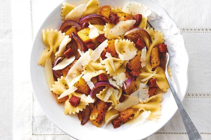 Kijk wat een lekker recept ik heb gevonden op Allerhande! Pasta met pompoen en salami