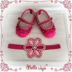 Sapatinho de bebe Customizado Pink + Fita de Flor em Perolas