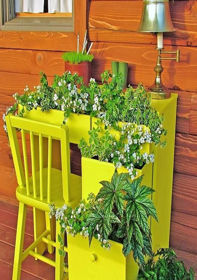 Does it ever come in your mind that you should decorate your old study table and chairs with flowers, if no then see this picture and check out that how they would look? See the table and the chair that is painted in bright, is not it looking just excellent? If yes, then go for such ideas.