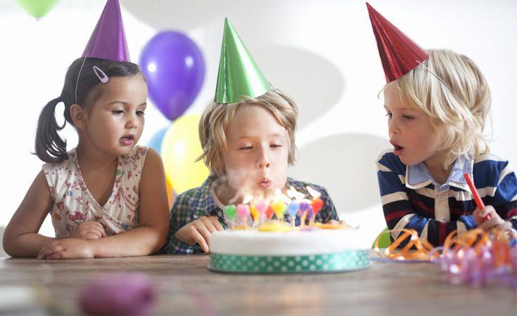 Le grand jour arrive et vous ne savez pas quoi faire pour l'anniversaire de votre dernier ou de votre ado ? Du gâteau d'anniversaire à la décoration de la fête, en passant par les thèmes et les activités possibles, Croquons La Vie a fait le tour de la question pour vous !
