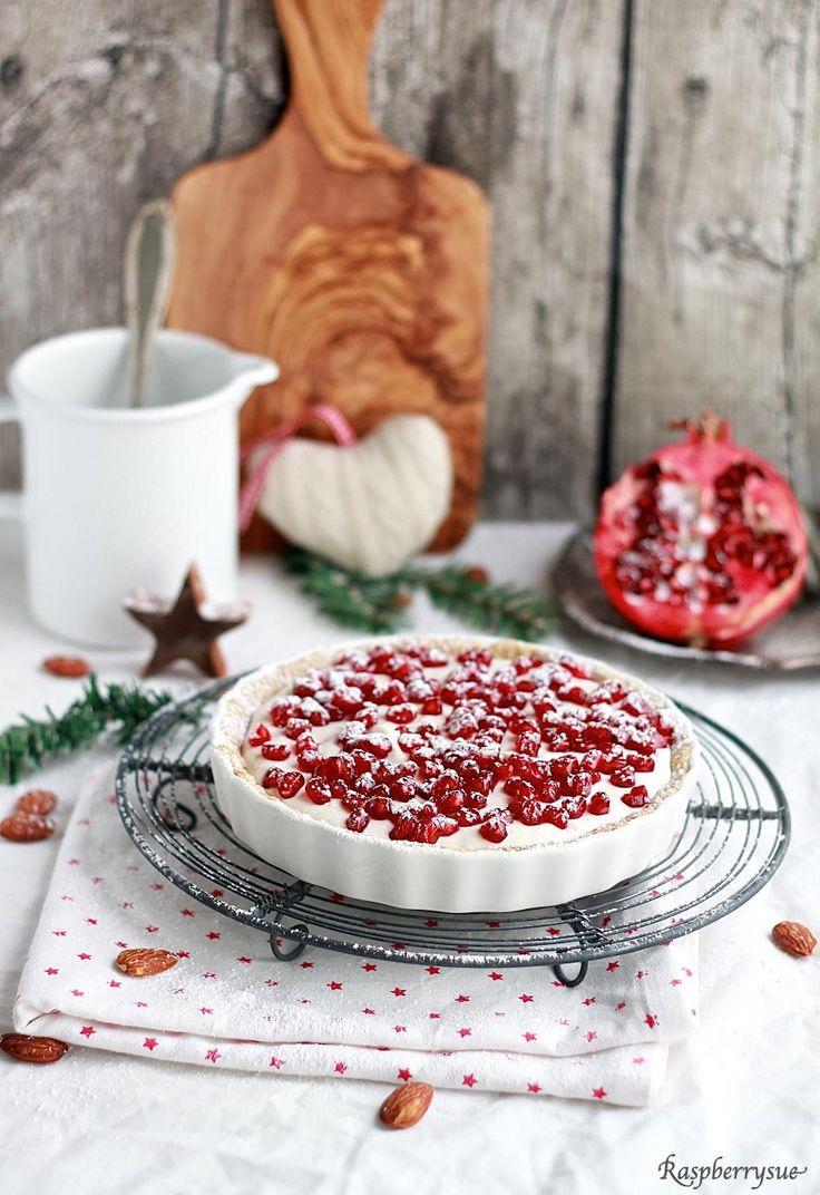 Knusprige Mandeltarte mit Granatapfel    Yummie! Jislaine Naturkosmetik ♥ to inspire you! #christmas #pomegranate #cake