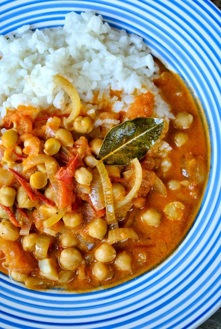 Tomato and chickpea curry with coconut milk |VeganSandra - tasty, cheap and easy vegan recipes by Sandra Vungi