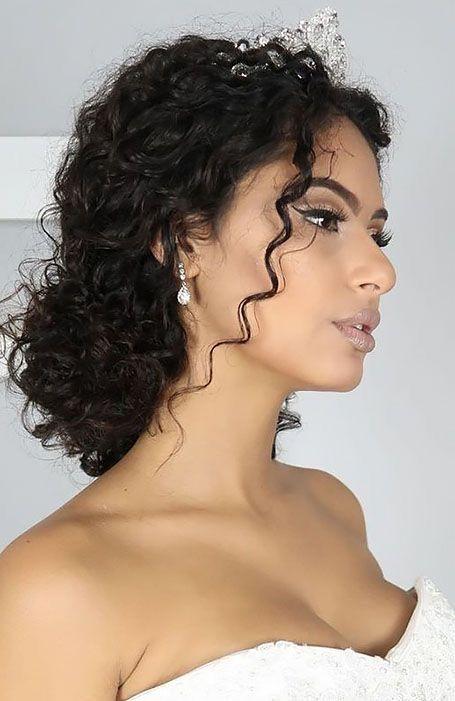 Penteados para noivas crespas e cacheadas   Penteado de noiva para cabelo cacheado, Penteados, Noiva cabelo cacheado