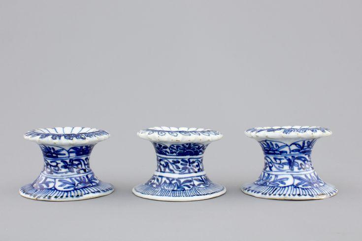 Salerons en porcelaine de Chine, époque Kangxi ==> https://fr.wikipedia.org/wiki/Kangxi