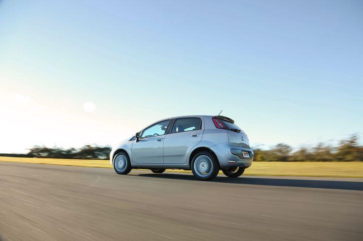 Creado por Giorgetto Giugiaro, considerado el diseñador automotriz del siglo, el Nuevo Fiat Punto encuentra sus raíces en las tradiciones más nobles del automovilismo italiano, reflejando un nuevo concepto de deportivo
