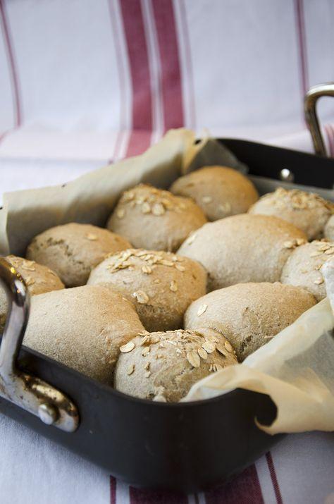 Rundstykker til frokost! Hell røren i muffinsformer kvelden før