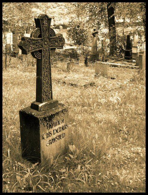 celtic grave monument