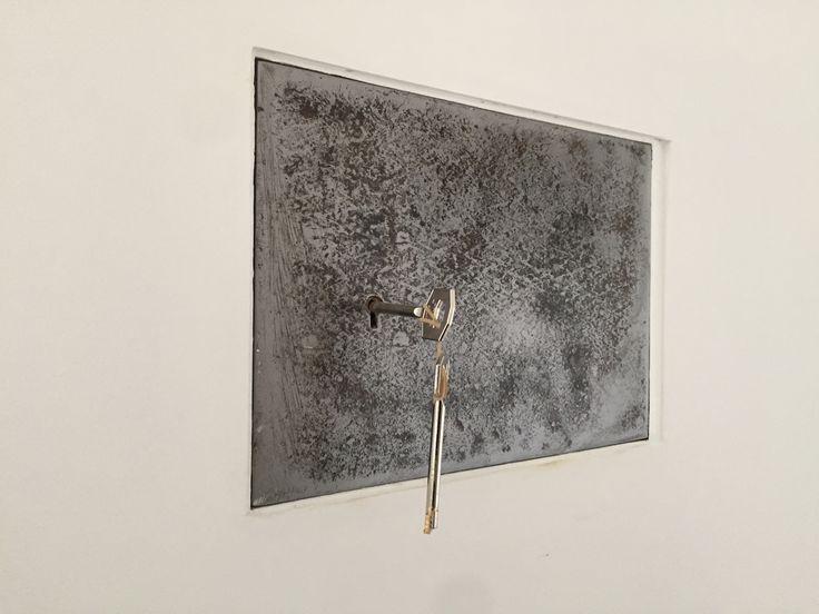 coffre int gr dans les murs porteurs retrouv sous l. Black Bedroom Furniture Sets. Home Design Ideas