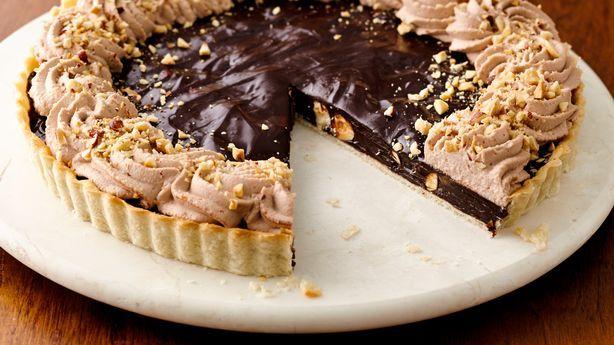 Σοκολατένια τάρτα με πραλίνα φουντουκιού και φουντούκια