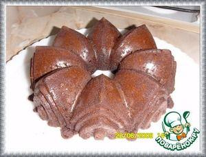 Шоколадный торт с кока-колой Мука пшеничная — 1 1/3 стак. Сахар ( + 1 ст. л. ) — 3/4 стак. Сода — 1/2 ч. л. Соль — 1/4 ч. л. Масло сливочное — 120 г Какао-порошок — 2 ст. л. Кола (кока-кола) — 3/4 стак. Яйцо куриное — 1 шт Кефир — 1/2 стак. Ванильная эссенция — 1 ч. л. Сливки (жирные, Для глазури) — 3/4 стак. Шоколад темный (наломанного кубиками Для глазури) — 200 г