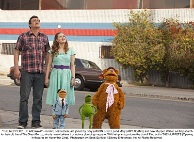 I love the retro style of this dress of Amy Adams in The Muppets.