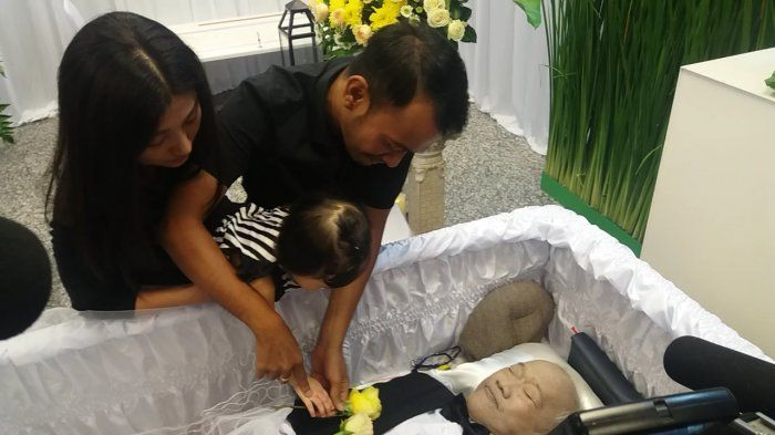 Sedihnya! Thalia Anak Ruben Onsu Katakan Ini di Hadapan Jenazah Sang Opa