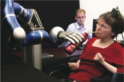 La robotique connectée à l'activité cérébrale au service des patients tétraplégiques