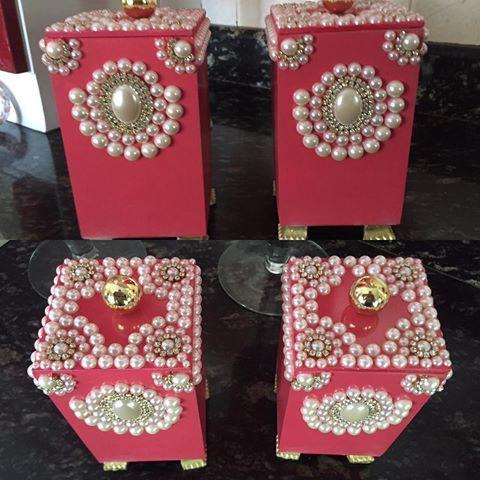 Veja só essa peça: porta algodão e cotonete. Todo decorado em perolas#decoracao #princesa #mamaedemenina #decoracaoinfantil #mariadiva#closet