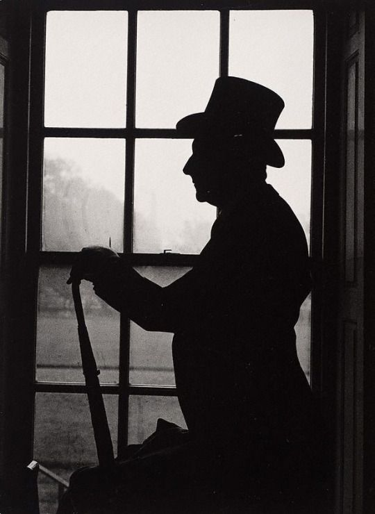 PH - Lewis Morley © - Cecil Beaton, Royal Hospital Chelsea, London. 1959-60.   National Portrair Gallery